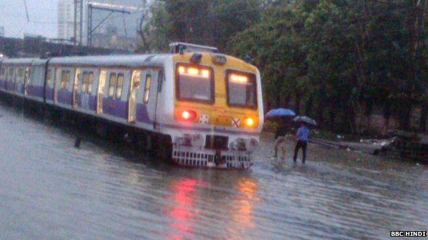 मुंबई में बारिश के बाद सुधरते हालात।