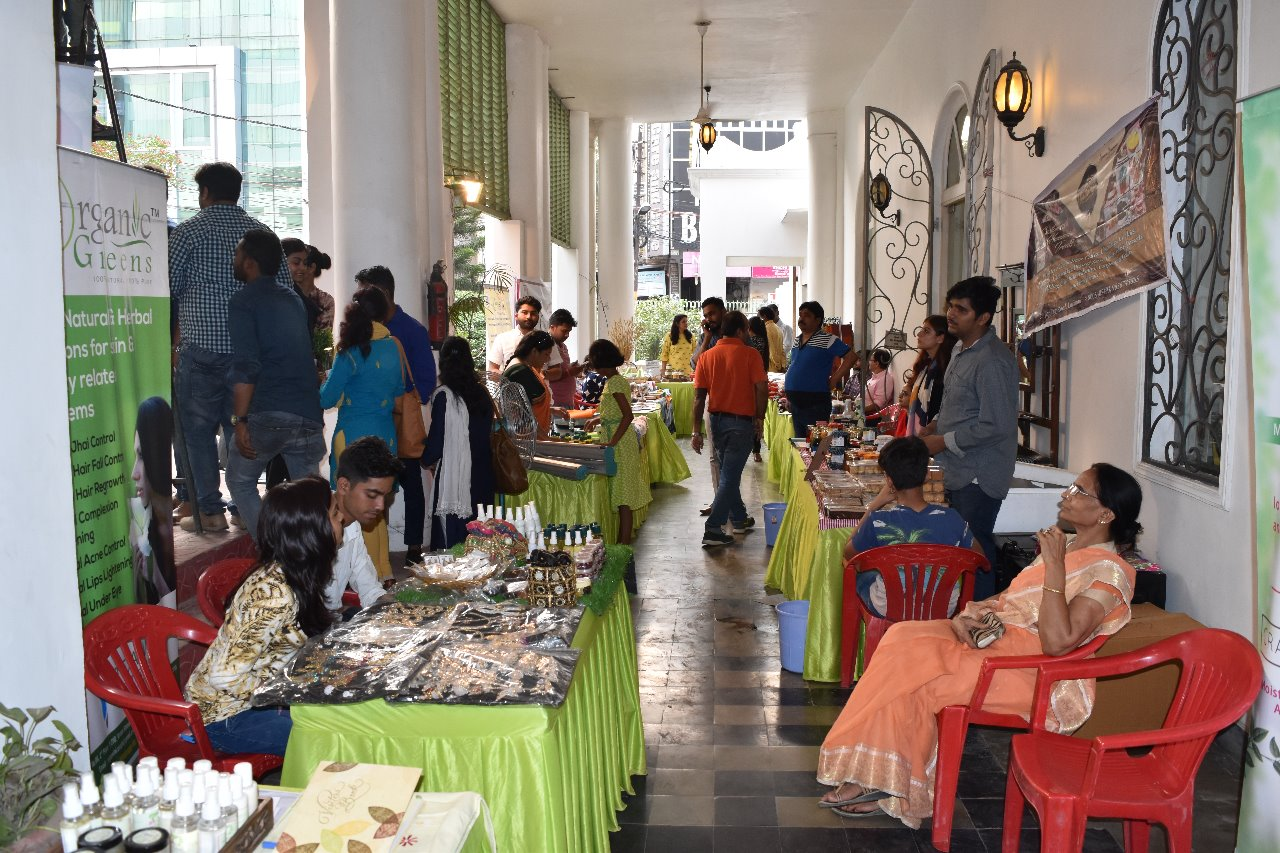 Farmer's market regularly at Habibullah Estate!