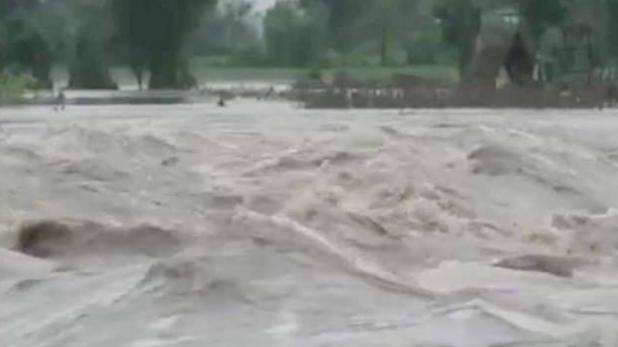 बिहार की बाढ़: अररिया का जोकीहाट बना टापू