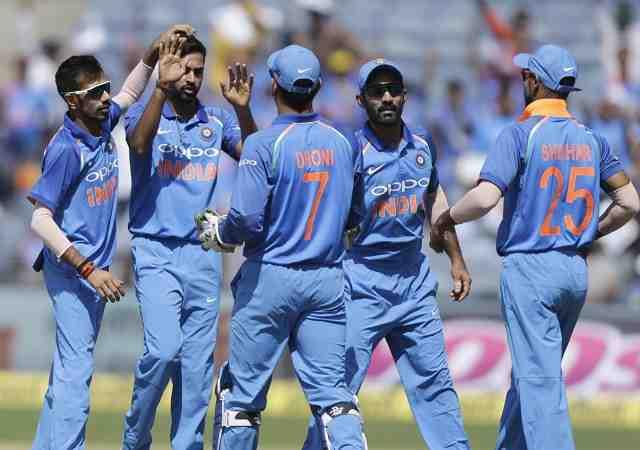 टीम इंडिया ने 6 विकेट से जीता पुणे वनडे