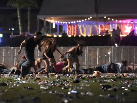 लास वेगस कॉन्सर्ट के बाहर चली गोलियां, 58 लोगों की गयी जान