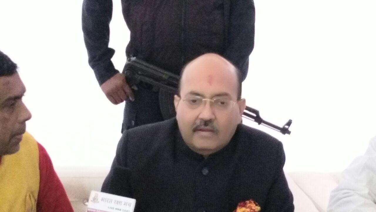 वोट बैंक की राजनीति करते हैं नेता -अमर सिंह