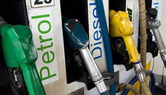 पेट्रोलियम पदार्थो की आसमान छूती कीमतो पर लगाम लगाने में मोदी सरकार फेल !