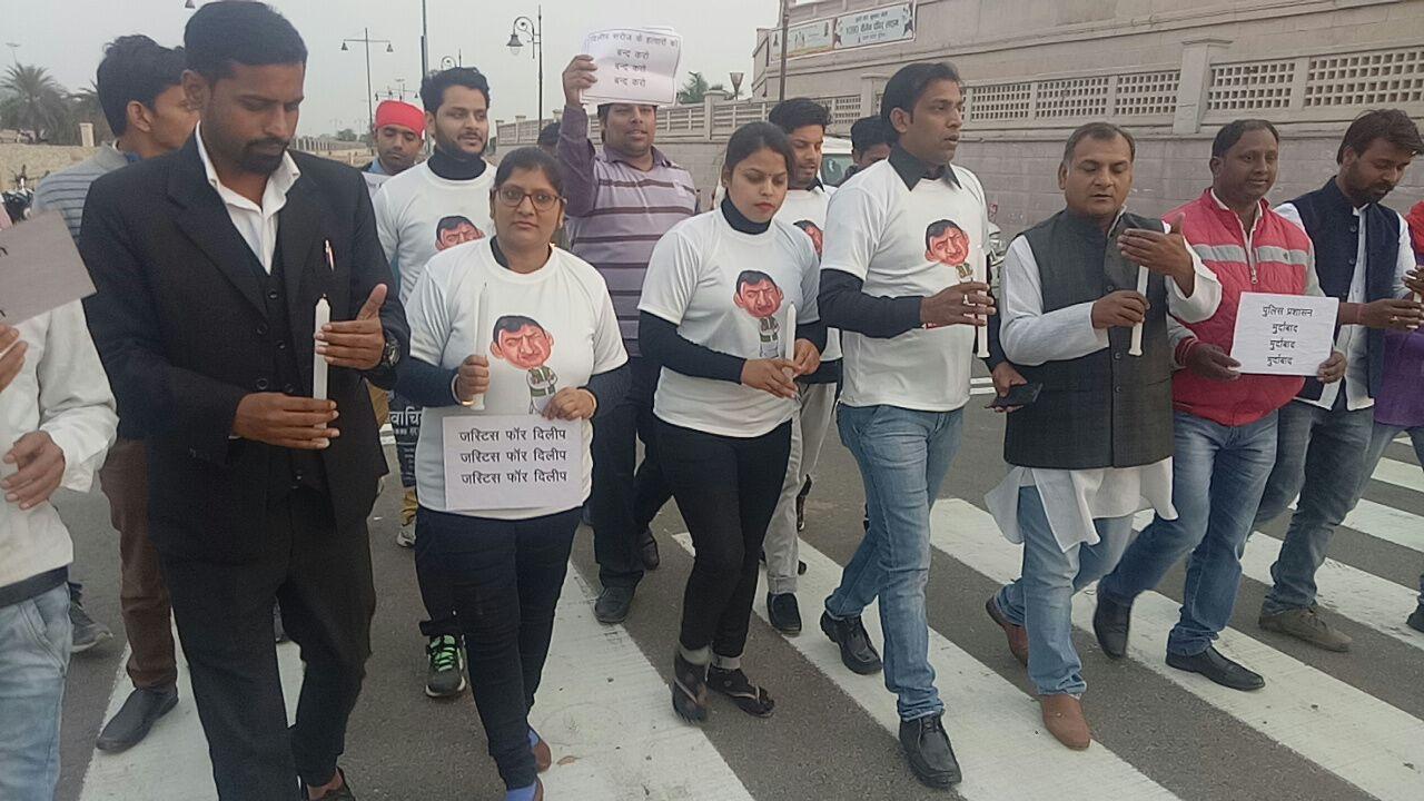 टीम आई सपोर्ट अखिलेश यादव ने निकाला कैंडल मार्च