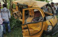कुशीनगर में ट्रेन से टकराई स्कूल वैन, 13 बच्चों की मौत