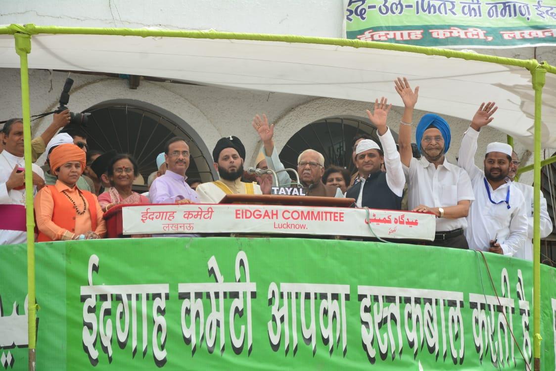 देशभर में धूमधाम से मनाई जा रही है ईद
