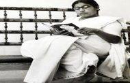 देश के किसी भी सूबे की पहली महिला मुख्यमंत्री थीं।
