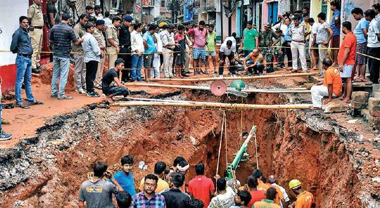 40 फीट गहरे मौत के कुएं में सना