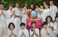 परमार्थ निकेतन में  चीनी  योग जिज्ञासुओं का दल