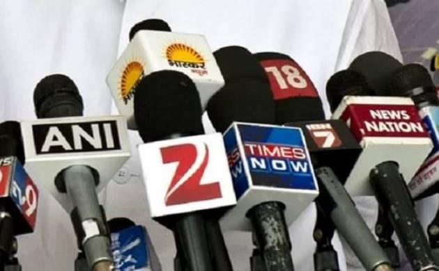 चैनलों ने पत्रकारिता की कंट्रोल लाइन ही उड़ा दी